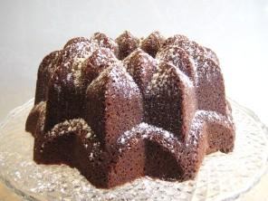Cake on pedestal