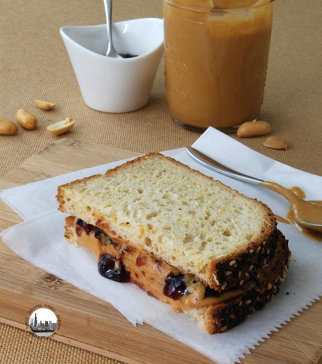 foto panino con burro di arachidi
