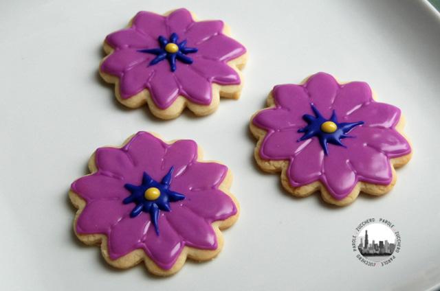 foto biscotti fiori viola