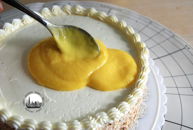 foto spalmare il curd su torta