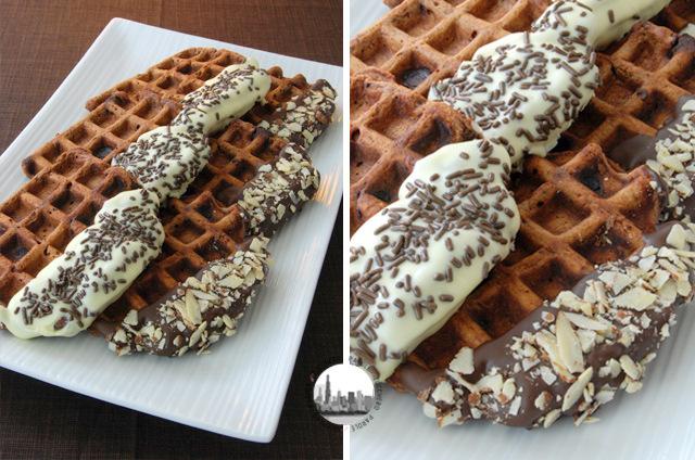 foto waffles coperti con cioccolato e granella
